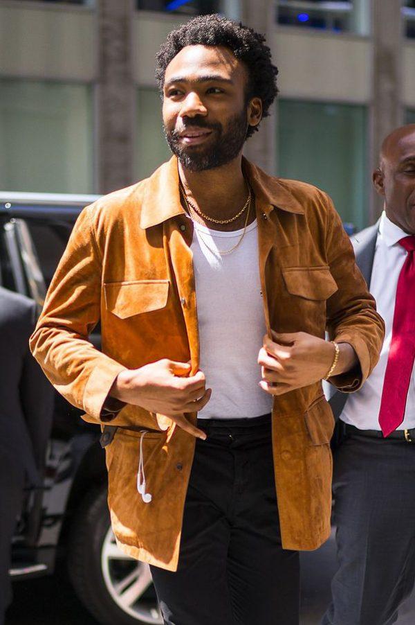 Mockaskjortan är ett av vårens bästa plagg –sno stilen av Donald Glover