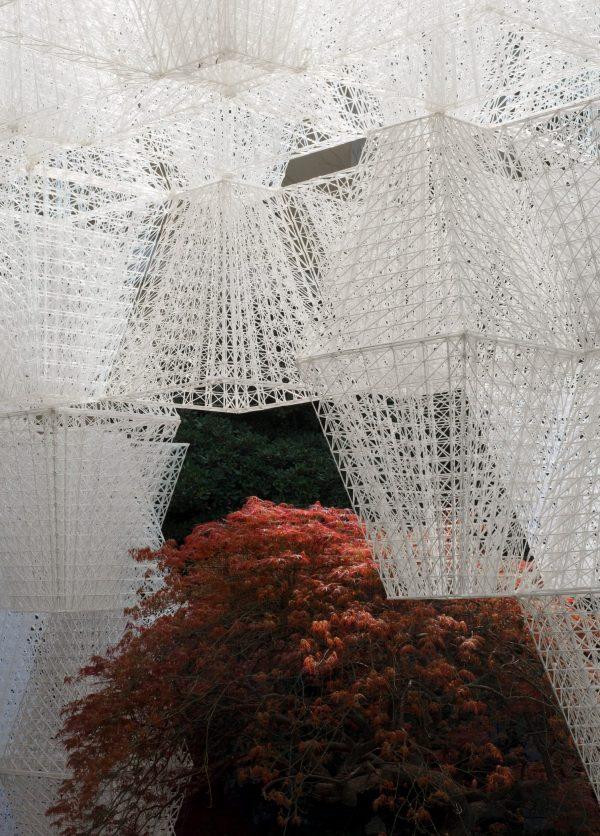 Milano Design Week: COS kreativa installation med franska arkitekten Mamou-Mani