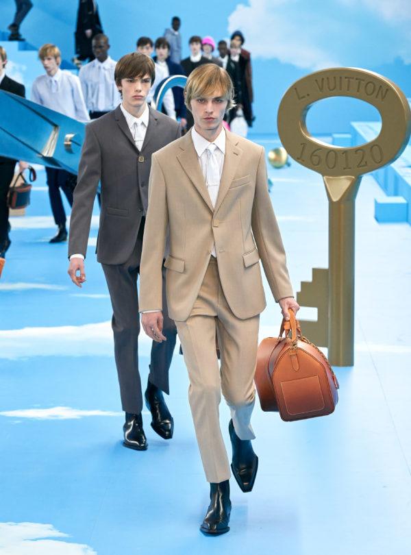 """Louis Vuittons visning av hösten 2020: """"Skarpa kostymer, dressat och exklusiva ytterplagg"""""""