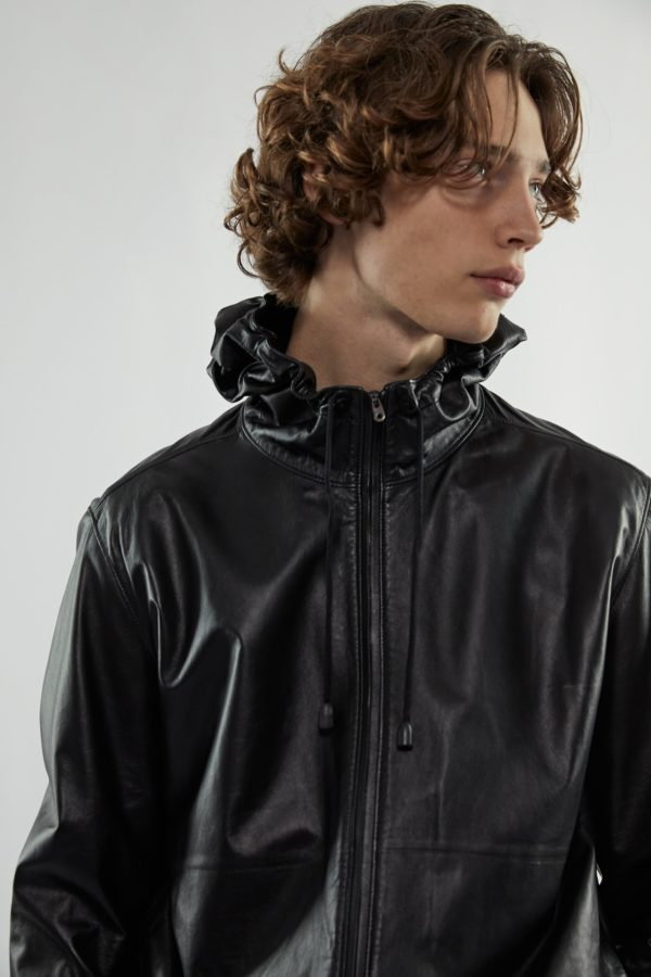 Därför är dina svarta basplagg det trendigaste du kan bära våren 2020
